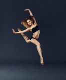 Stile contemporaneo di bello del ballerino di dancing balletto di ballo Immagine Stock
