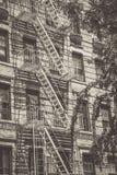 Stile d'annata della costruzione di appartamento di NYC fotografie stock