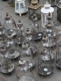 Stile d'annata della lanterna da vendere nel mercato degli oggetti d'antiquariato Fotografie Stock Libere da Diritti
