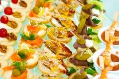 Stile d'approvvigionamento del buffet con lo spuntino leggero differente Immagini Stock