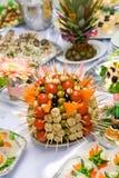 Stile d'approvvigionamento del buffet - pomodori, mushroomes ed o Immagine Stock Libera da Diritti