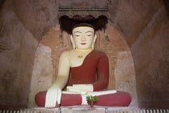 Stile del Myanmar della statua di Buddha di meditazione immagini stock libere da diritti