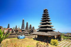 Stile del tetto di Bali, Besakih Indonesia fotografie stock