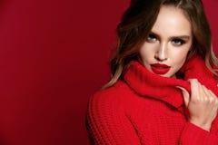 Stile della donna With Beautiful Makeup e acconciatura di modello femminili immagine stock