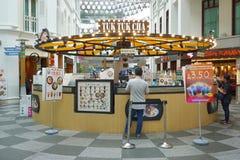 Stile della Tailandia del negozio tailandese del caffè & del tè TUK TUK CHA aperto a Singapore Immagine Stock
