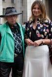 Stile della via durante il Milan Fashion Week per la primavera/l'estate 2014 Fotografia Stock Libera da Diritti