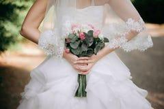 Stile di boho della sposa Quelle ragazze non sono vedute sono soltanto mano visibile Immagine Stock Libera da Diritti