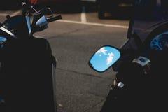 Stile di Instagram di un cielo blu con le nuvole Immagini Stock