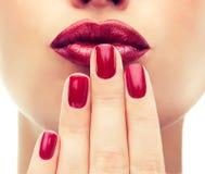 Stile di lusso di modo, unghia del manicure, cosmetici e trucco Fotografia Stock