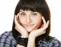 Stile di vita e concetto della gente: ritratto di una donna castana sorridente immagini stock