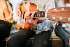 Stile di vita di ispirazione della chitarra del gioco di arte del musicista fotografie stock libere da diritti
