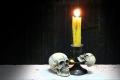 Stile di vita leggero di /Still della candela e del cranio Fotografie Stock Libere da Diritti