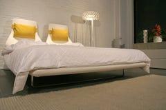 Stile di vita moderno - interiore di una camera da letto Fotografia Stock