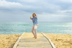 Stile di vita ottimista Potere di una donna positiva immagine stock