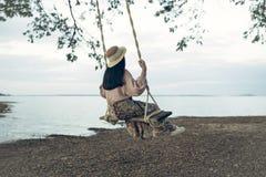 Stile di vita di rilassamento felice della donna Fotografie Stock