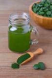 Stile di vita sano, alga, pillole organiche della clorella e di spirulina e polvere, bevanda, disintossicazione Fotografia Stock Libera da Diritti