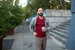 Stile di vita sano, pareggiatore in parco urbano Immagine Stock Libera da Diritti
