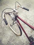 Stile di vita urbano della bicicletta d'annata dei pantaloni a vita bassa immagini stock libere da diritti