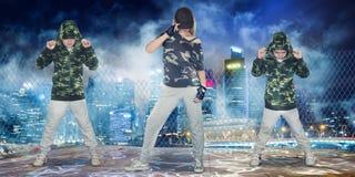 Stile di vita urbano Generazione hip-hop Hip-hop di ballo figli di due e della madre immagine stock libera da diritti