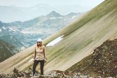 Stile di vita di viaggio di alpinismo del viaggiatore della donna Fotografia Stock Libera da Diritti