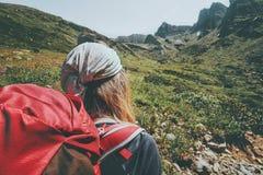 Stile di vita di viaggio di alpinismo del viaggiatore della donna Fotografia Stock