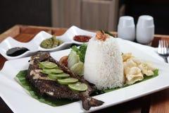 Stile fritto dell'asiatico del pesce Fotografia Stock Libera da Diritti