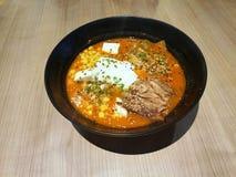 Stile giapponese dell'alimento, vista superiore del ramen con la carne di maiale di chashu, minestra calda ed acida molle dell'uo immagine stock libera da diritti