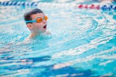 Stile libero di nuoto del ragazzo Fotografia Stock Libera da Diritti
