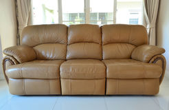 Stile moderno del sofà marrone chiaro Fotografia Stock Libera da Diritti