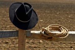 Stile occidentale del cappello del cowboy e del rodeo della corda fotografia stock