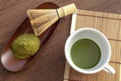 Stile originale e giapponese di Matcha con una certa polvere del tè verde e t Immagine Stock