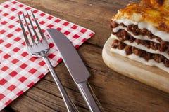 Stile rustico di lasagne fotografie stock