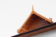 Stile tailandese, casa del Teakwood nello stile del giardino isolata sulla parte posteriore di bianco Immagine Stock Libera da Diritti