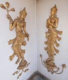 Stile tailandese che scolpisce arte sulla parete del tempio Immagine Stock Libera da Diritti