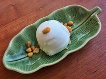 Stile tailandese crema del gelato al cocco Immagine Stock Libera da Diritti