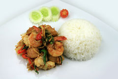 Stile tailandese dei frutti di mare del curry dei peperoncini rossi con il riso del gelsomino Immagini Stock