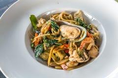 Stile tailandese dell'alimento degli spaghetti piccanti dei frutti di mare Fotografia Stock