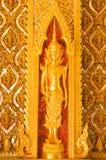 Stile tailandese di arte sul portello Tailandia Fotografie Stock Libere da Diritti