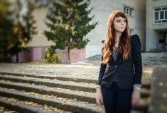 Stile urbano dell'europeo di modo della donna insolita Fotografia Stock Libera da Diritti