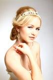 Stileerde de elegantie jonge vrouw het Grieks op grijze achtergrond Royalty-vrije Stock Afbeelding