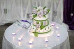 Stilfull bröllopstårta Fotografering för Bildbyråer