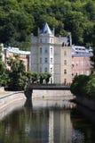 Stilfull byggnad i Karlovy varierar Fotografering för Bildbyråer