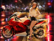 Stilfull flicka på den moderna röda motorcykeln Royaltyfri Foto
