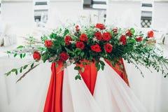 Stilfull höjdpunkt för brölloptabellinställning elegantt tabellbröllop royaltyfri bild