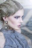 stilfull kvinna för skönhetståendelokal Royaltyfria Foton
