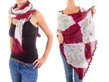 Stilfull kvinnlig halsduk med den orientaliska modellen Arkivfoto