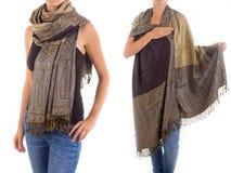 Stilfull kvinnlig halsduk med den orientaliska modellen Arkivbilder