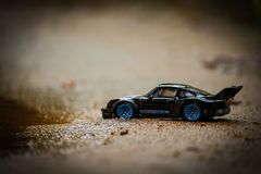 Stilfull legering för sportsvartPorsche Toy Car Hot Wheels With blått Royaltyfri Bild