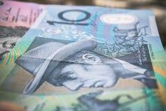 Stilfull ljus bakgrund som göras av australier den 10 dollar sedeln Fotografering för Bildbyråer