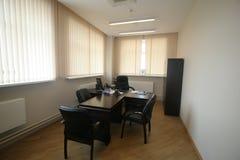Stilfull mötesrum i kontoret royaltyfri bild